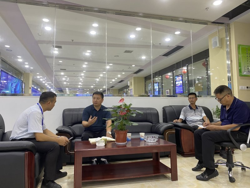 足球威廉希尔公司碧江区科技服务中心领导来 我
